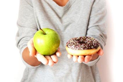 Rafinirani ogljikovi hidrati se zelo razlikujejo od ogljikovih hidratov polnozrnatih žit, sadjain zelenjave.