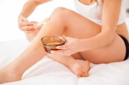 Mnoge ženske med odstranjevanjem dlak zadržujejo dih, saj se bojijo bolečine.