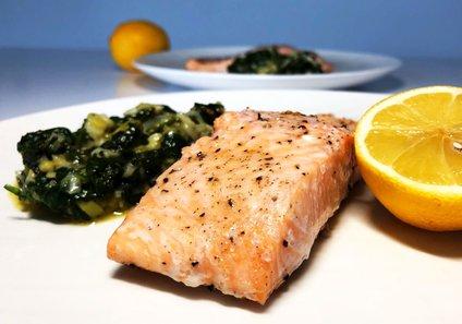 Losos je bogat tako z vitaminom D kot z maščobami omega-3.
