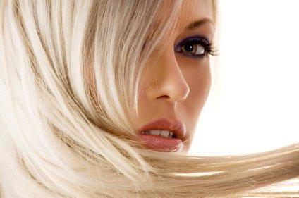 Če želimo lepe in močne lase, moramo sol in klor redno sprati z las.