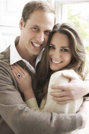 Portret princa Williama in vojvodinje Catherine, na katerem slednja nosi znameniti moder zaročni prstan.