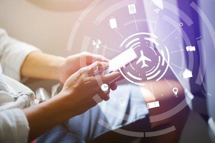 Nekateri telefoni se lahko namreč avtomatsko povežejo z anteno letala in vam tako brez vaše vednosti povzročijo stroške gostovanja.