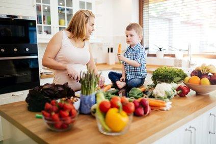 Že med spremljanjem v nosečnosti si prizadevamo ženske spodbuditi k zdravemu življenjskemu slogu, poudarjajo strokovnjaki.