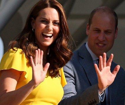 Srednješolski prijatelji se vojvodinje Cambriške spominjajo pod imenom Squeak.
