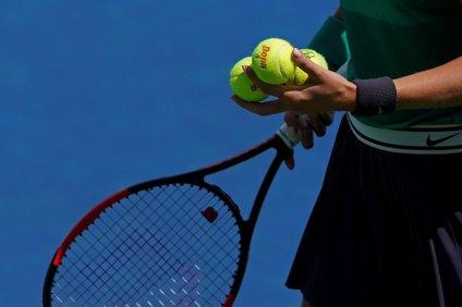Petrin prvi trener je bil oče, ki jo je treniral do 15. leta, v mestu pa so imeli le dve teniški igrišči.