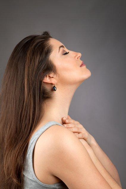 S treningom obraza mišice aktiviramo, sprostimo napetosti, jih dvignemo, učvrstimo in jim podarimo volumen.