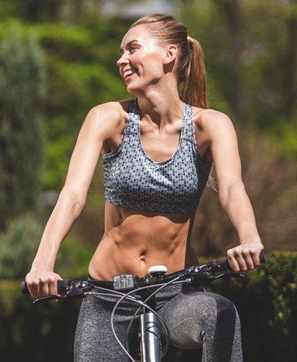 Kolesarjenje je nadvse priljubljena oblika rekreacije v poletnih mesecih.