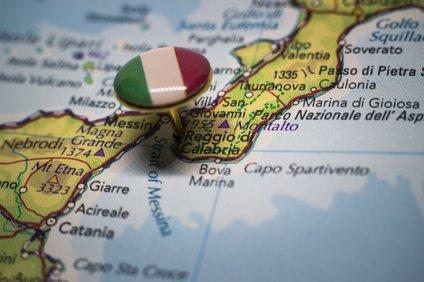 Kalabrijo od Sicilije loči samo Mesinska ožina.