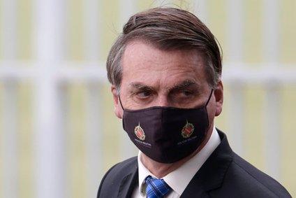 """Jair Bolsonaro je ob več tisoč mrtvih še naprej prepričan, da gre za """"majhno gripo""""."""