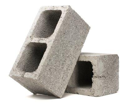 Betonski zidaki niso primerni le za gradnjo objektov. Z malo spretnosti jih lahko spremenimo tudi v ličen dekorativni element.
