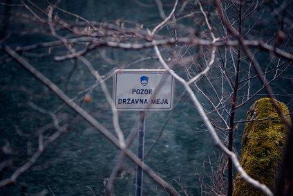 Slovenci in Hrvati mejo med obema državama lahko prestopajo brez posebnih omejitev.
