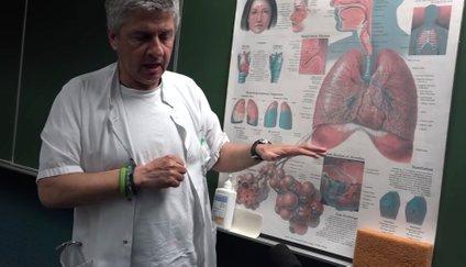 Pulmolog Matjaž Turel pravi, da pri večini pacientov virus ne prodre v spodnja dihala.