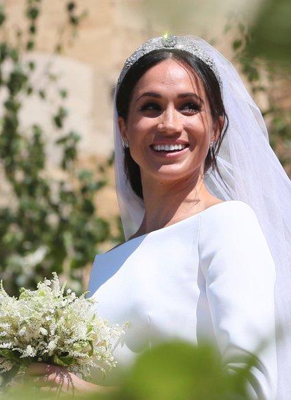 Poročno obleko je oblikovala Clare Waight Keller iz modne hiše Givenchy.