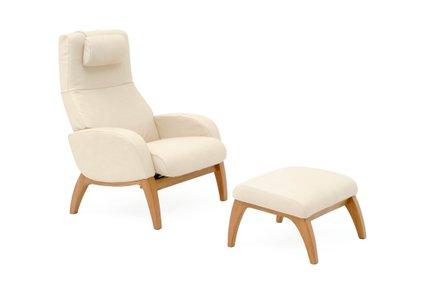 Udoben fotelj in počivalnik za noge.