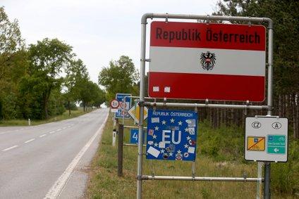 Avstrija na mejo pošilja tudi vojake.