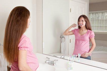 Ohranite bel nasmeh kljub nosečniškim hormonom.