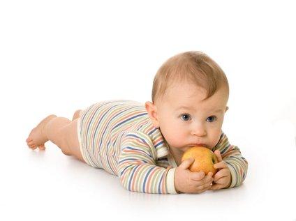 Nekateri dojenčki se plazijo po trebuščku.