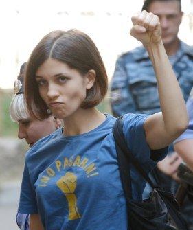 Nadežda Tolokonikova, članica feministične punk-rock skupine Pussy Riot, je bila leta 2013 zaradi kršenja javnega reda in miru zaprta v zloglasnem IK-14.
