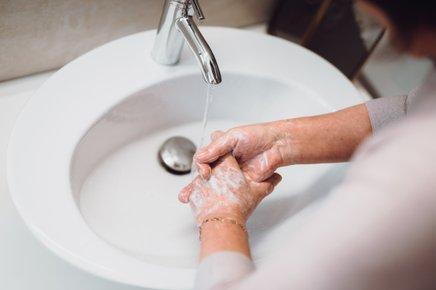 Pipa mora biti dovolj visoka za udobno umivanje, kakšno pranje in da natočimo vodo.