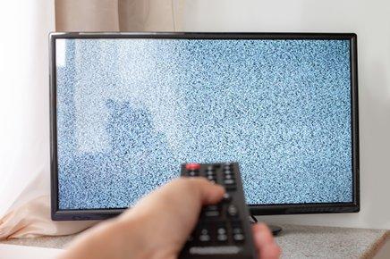 Lahko se zgodi, da boste za popravilo stare televizije odšteli veliko več kot bi za nakup nove.