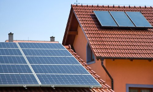 Strokovnjak odgovarja: Kako vedeti, če je streha primerna za postavitev sončnih ...