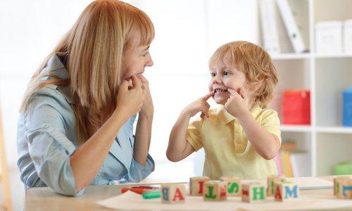 Spodbudite razvoj otrokovega govora