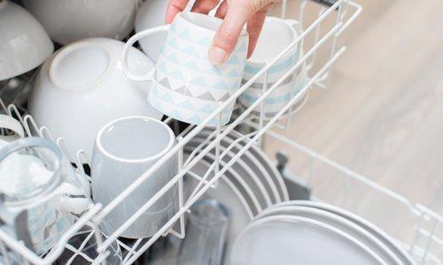 V kuhinjskih omarah imamo veliko posode, ki jo uporabljamo le občasno