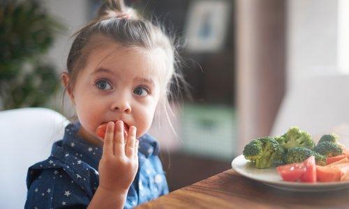 To je najboljši način, da otrok začne jesti zelenjavo, ki je ne mara