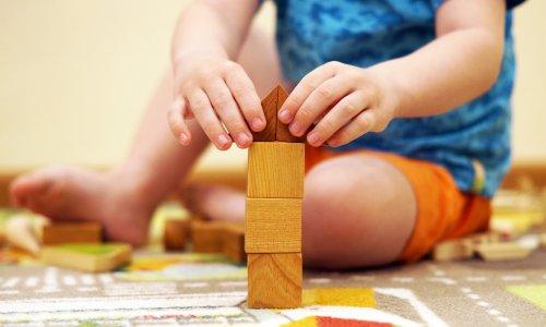 8 stvari, ki jih učitelji montessori pedagogike izvajajo tudi doma