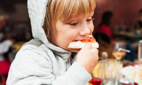 6 živil, ki jih otroci ne bi smeli pogosto uživati