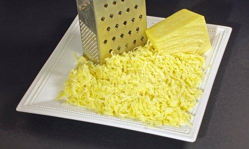 Čudovito nariban sir brez prijemanja na strgalnik
