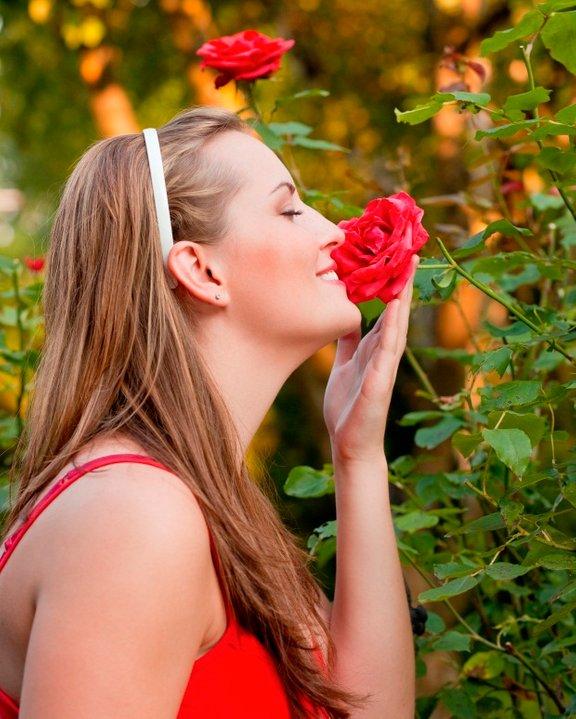 Migreno lahko sprožijo že močni vonji, svetloba ali hrup.