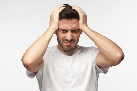 Sinusni glavobol se pojavi, ko se vnamejo sinusi, saj to lahko vodi do močnih bolečin.