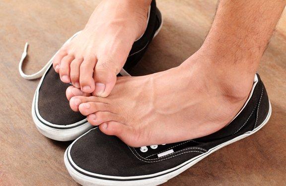 Srbečica stopal lahko nakazuje na glivično okužbo kože.