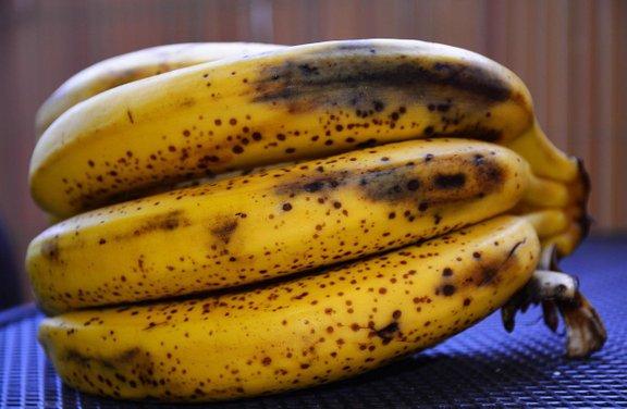 Dozorela banana vsebuje celo več protirakavih snovi in snovi, ki krepijo naš imunski sistem, zato se nikar ne bojte jeste tudi dozorele banane.