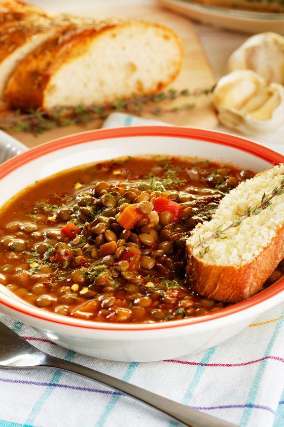 Leča je odlično živilo za pripravo okusnih juh in jedi na žlico.