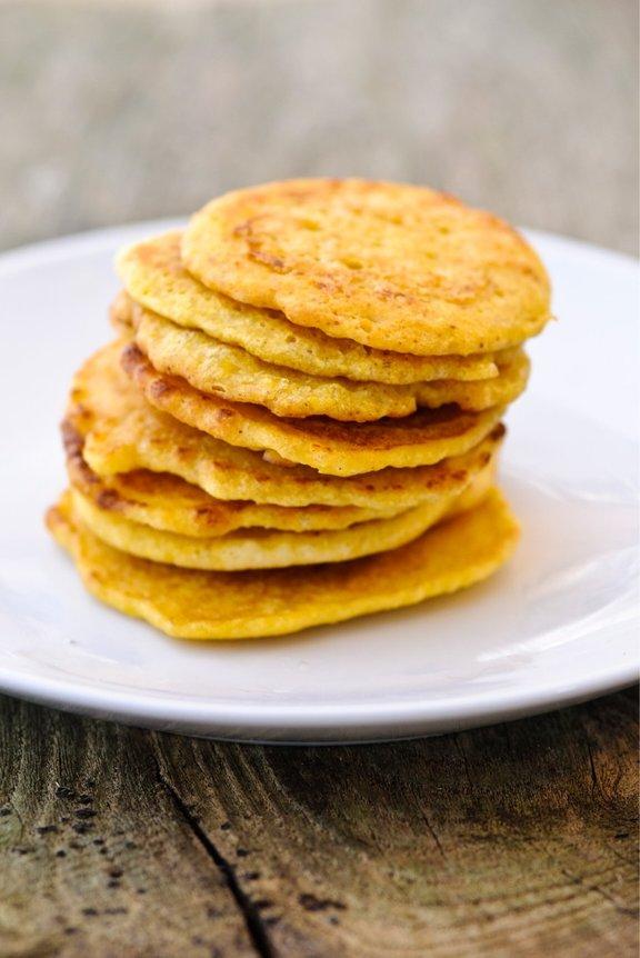 Palačinke iz čičerikine moke so izvrsten primer okusnega brezglutenskega obroka.