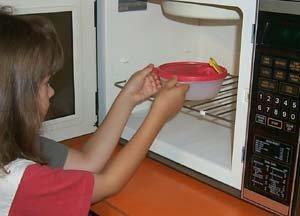 Odtaljevanje je ena najpomembnejših funkcij mikrovalovnih pečic.