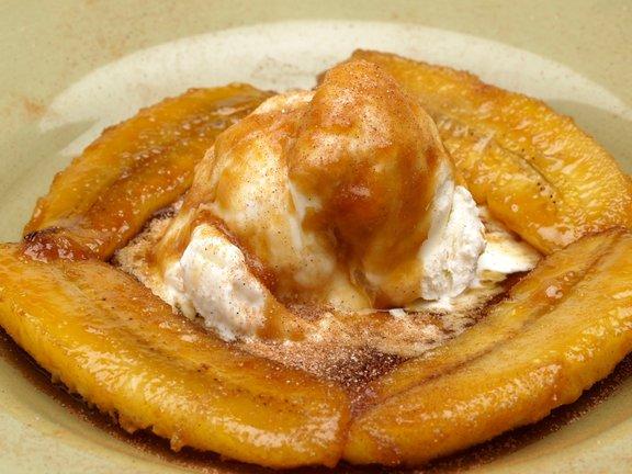 V nekaterih restavracijah Fosterjeve banane še danes pripravljajo in flambirajo pri mizi, pred očmi radovednih gostov.