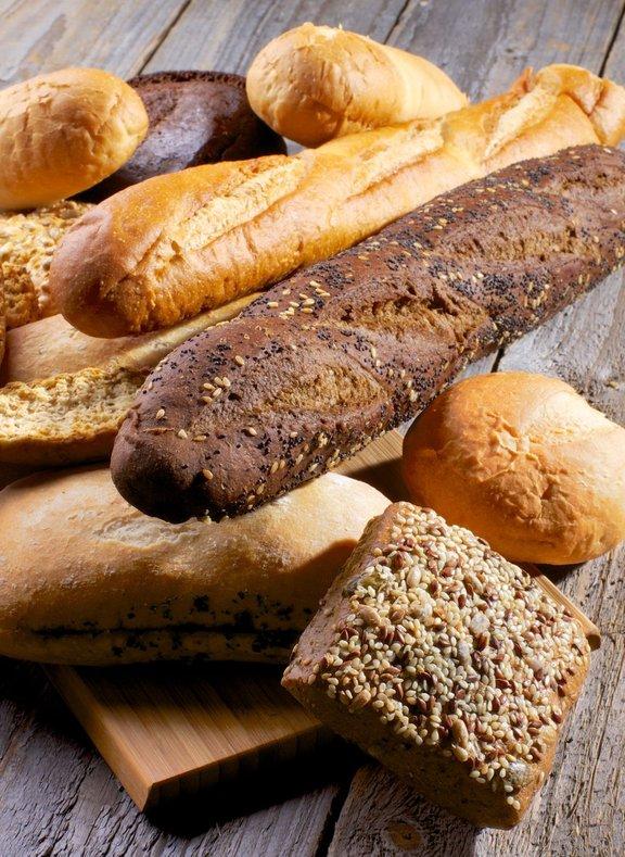 Današnji kruh naj bi bil po besedah poznavalcev le še bleda senca tistega, ki so ga pekle in uživale naše babice.