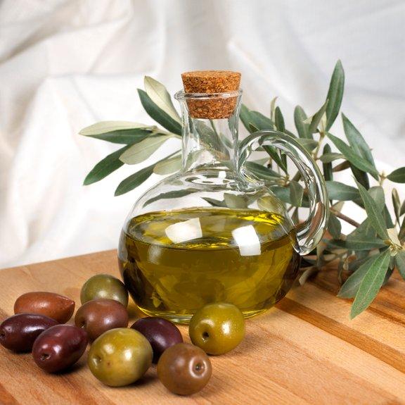 Tipična sestavina grške kuhinje je olivno olje, ki ga uporabljajo za pripravo skorajda vseh jedi, tudi sladic.