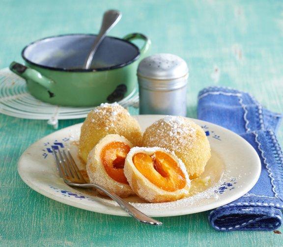 V primerjavi s krompirjevim je skutno testo veliko bolj rahlo, prav tako pa je tudi hitreje pripravljeno.