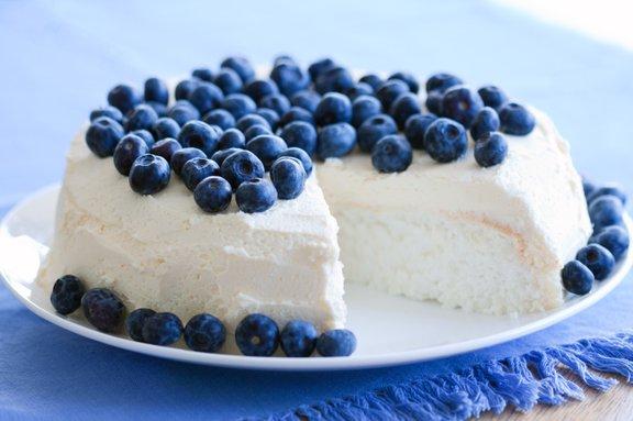 Pripravite angelsko torto in namesto pecilnega praška uporabite vinski kamen!