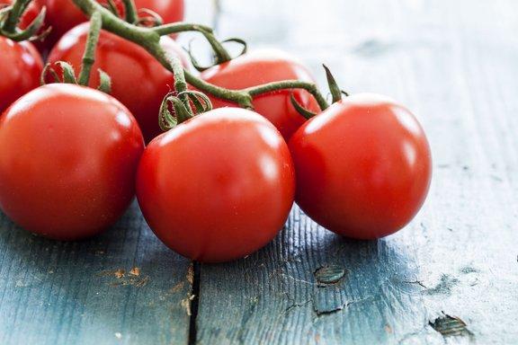 Grozdasti paradižnik prepoznamo po izrazitem vonju in okusu ter po tem, da plodovi rastejo v grozdih.