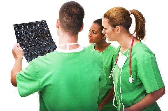 Možganski tumor odkrijemo s CT ali MR slikanjem.