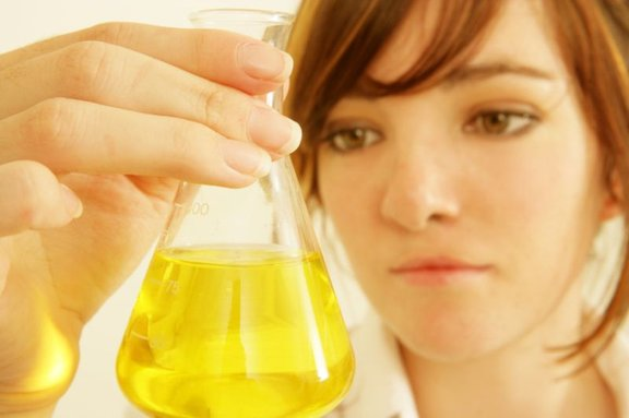 Preiskava urina pokaže, ali gre res za bakterijsko okužbo in s katero bakterijo ste se okužili.