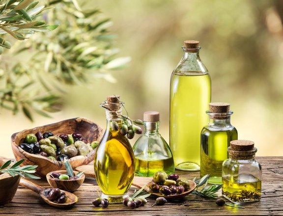 Nekatera rastlinska olja so odličen vir zdravih maščob.