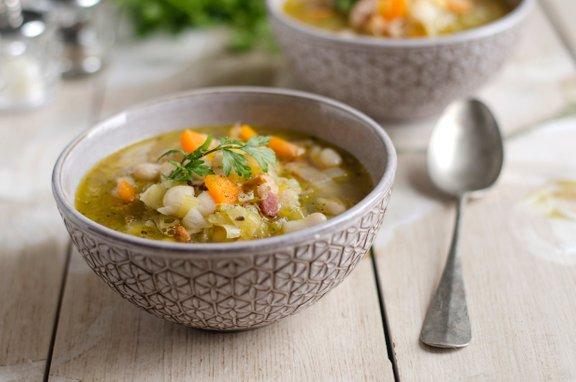 Nutricistka za jesensko večerjo najbolj priporoča zelenjavno juho. Dodamo ji lahko tudi stročnice.