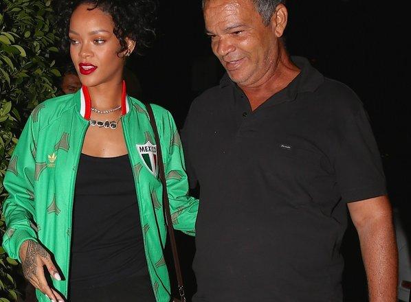 Rihanna očetu, ki je zbolel za koronavirusom, kupila medicinski ventilator