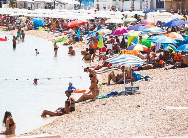 Poletno sproščanje omejitev potovanj? 'Strašno ambiciozen cilj'